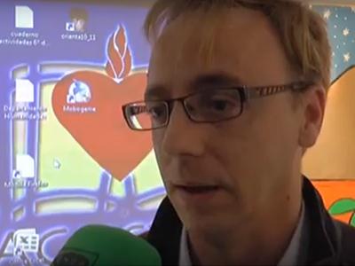 Guillermo Martínez regresa a la escuela para hablar de Europa