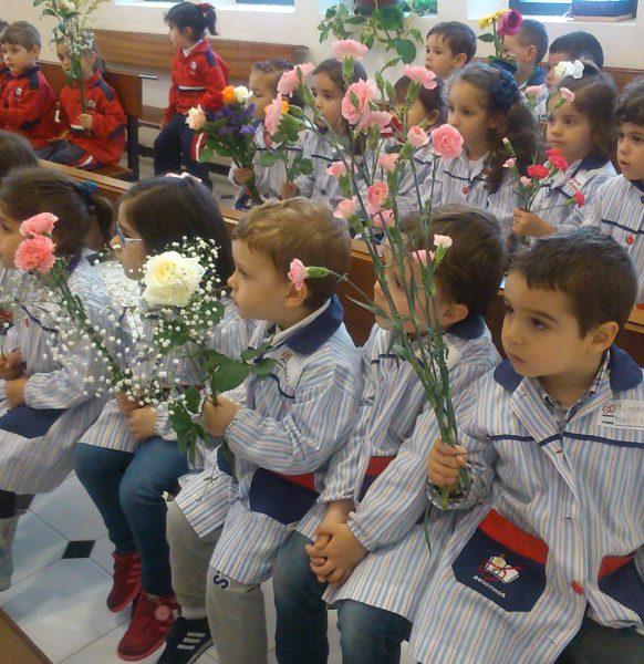 Ofrendas de flores a María 1