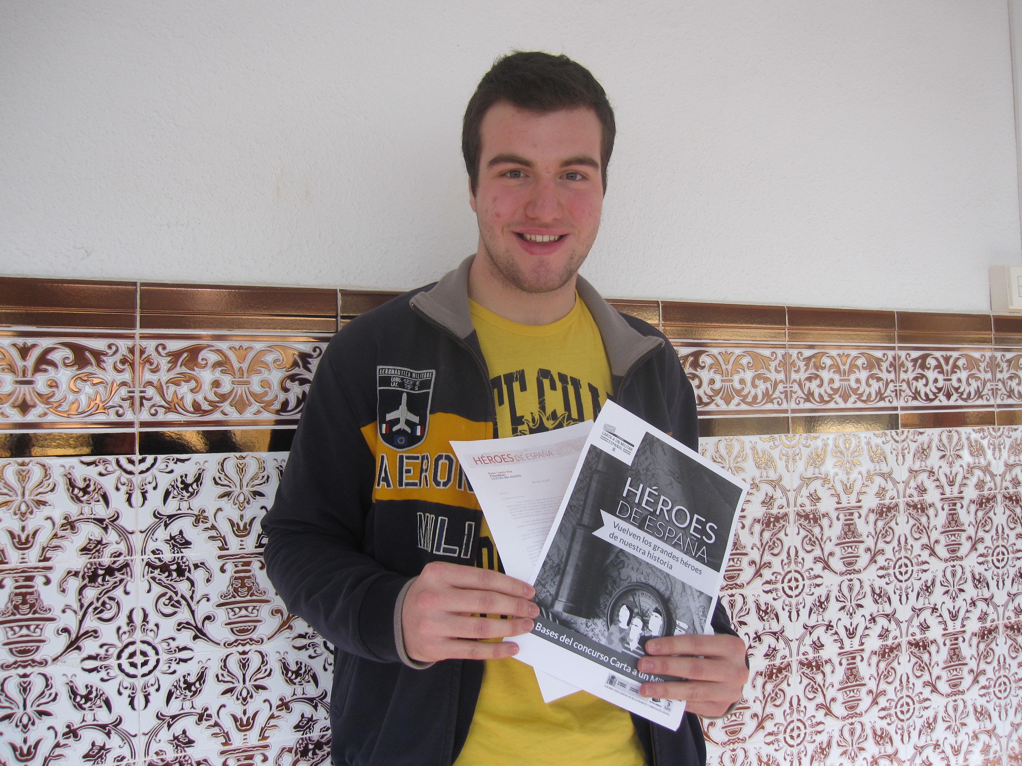 "El alumno Gorka Tejedor (2º Bachillerato) gana el concurso ""Carta a un militar"""