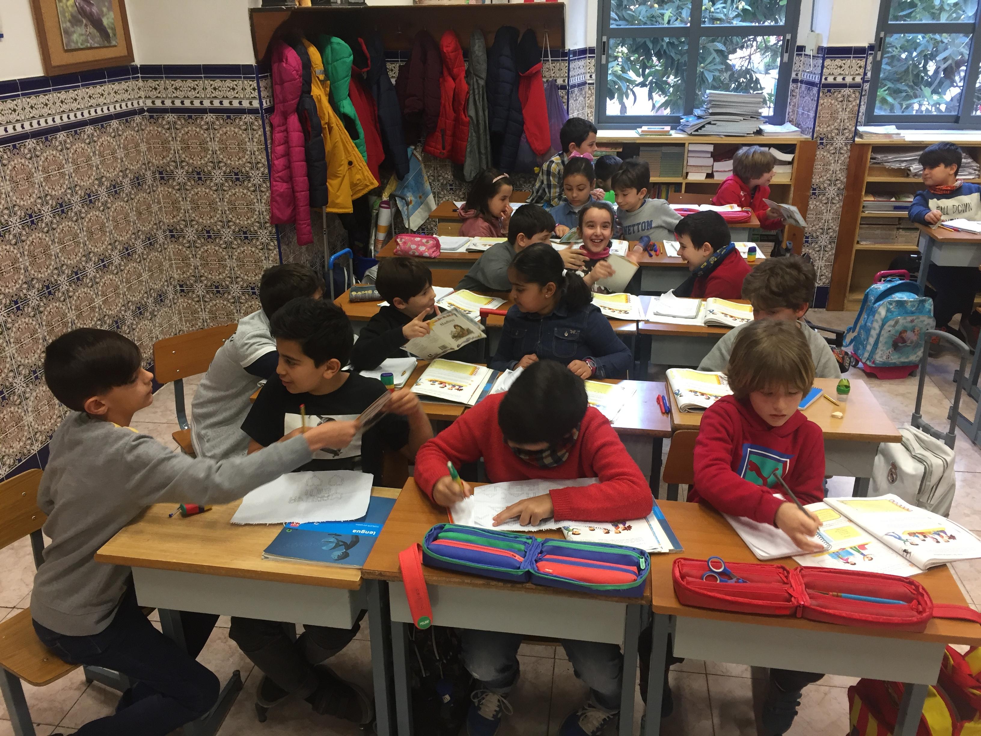 Trabajo grupal en lengua de los alumnos de 3ºA en primaria